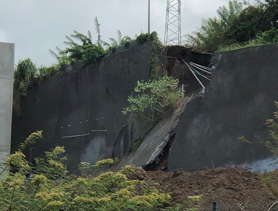 Le mur de soutènement de la route d'Acajou au Lamentin a cédé