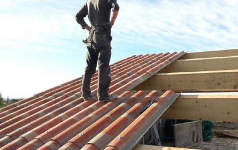 Un travailleur illégal chute d'un toit à Jarry