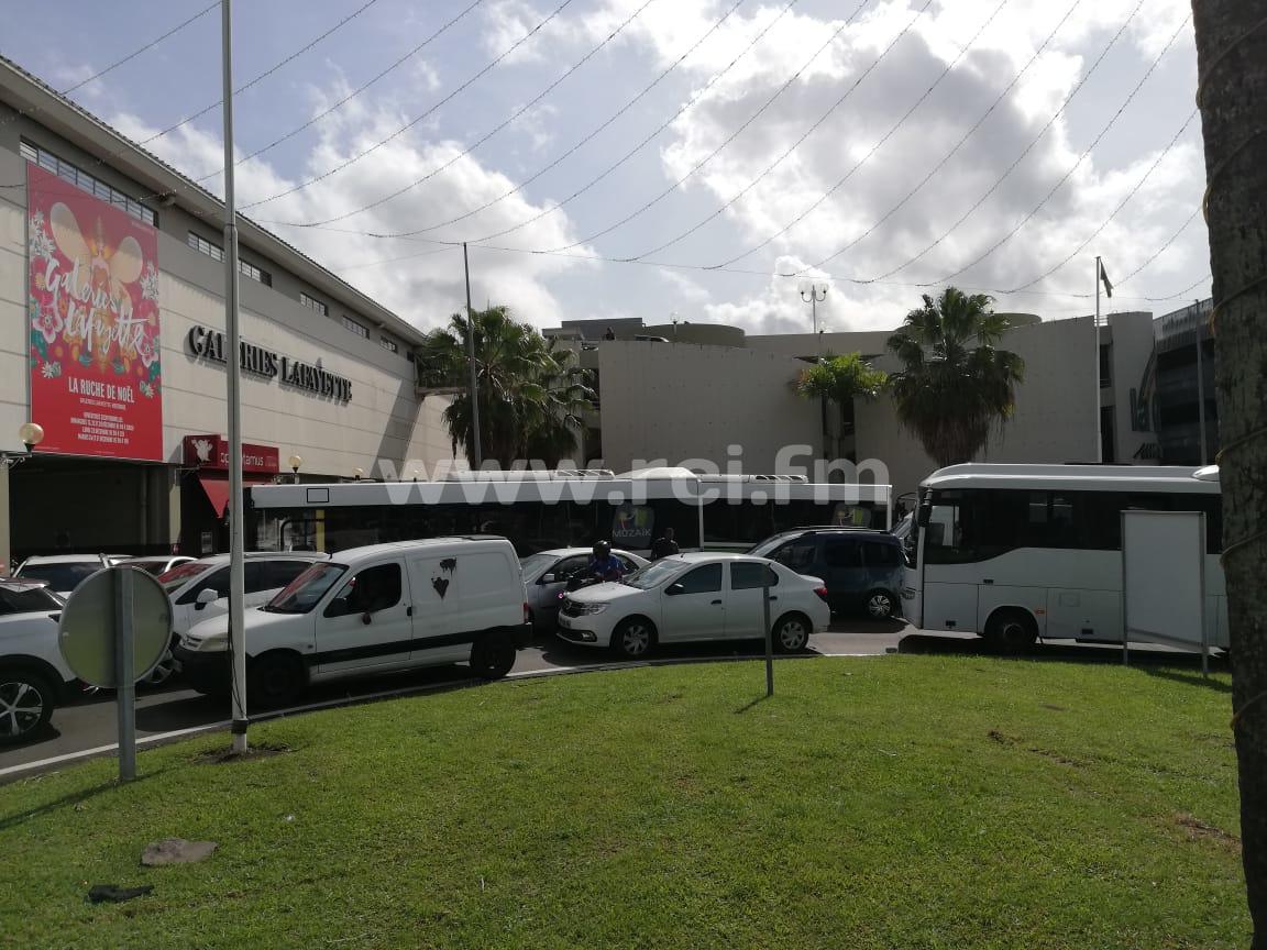 CFTU : les entrées de la Galleria bloquées par des bus