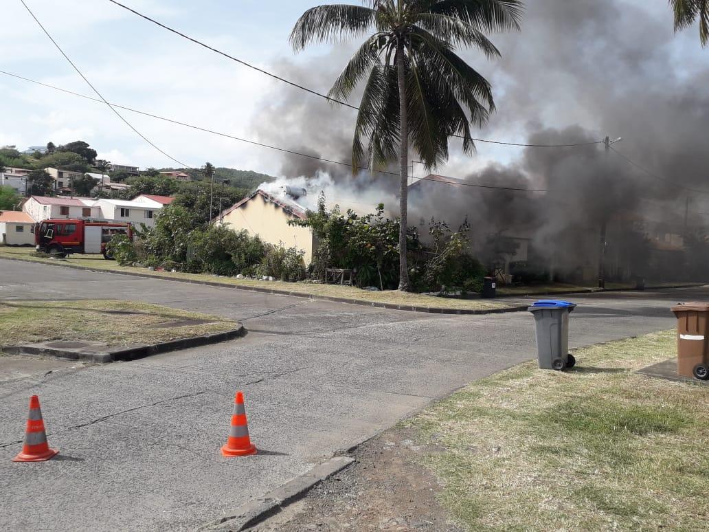 Incendie au Vauclin : trois maisons détruites par les flammes