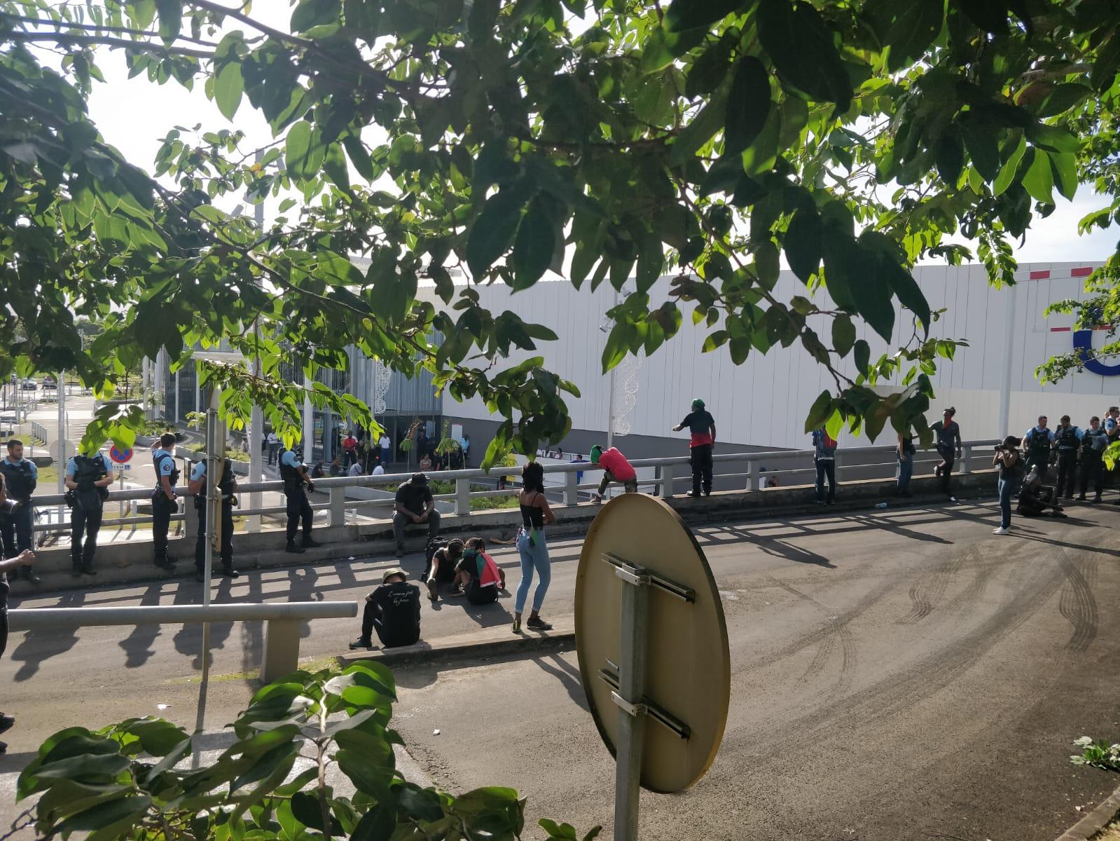 Génipa : les accès du parking débloqués, mobilisation toujours en cours