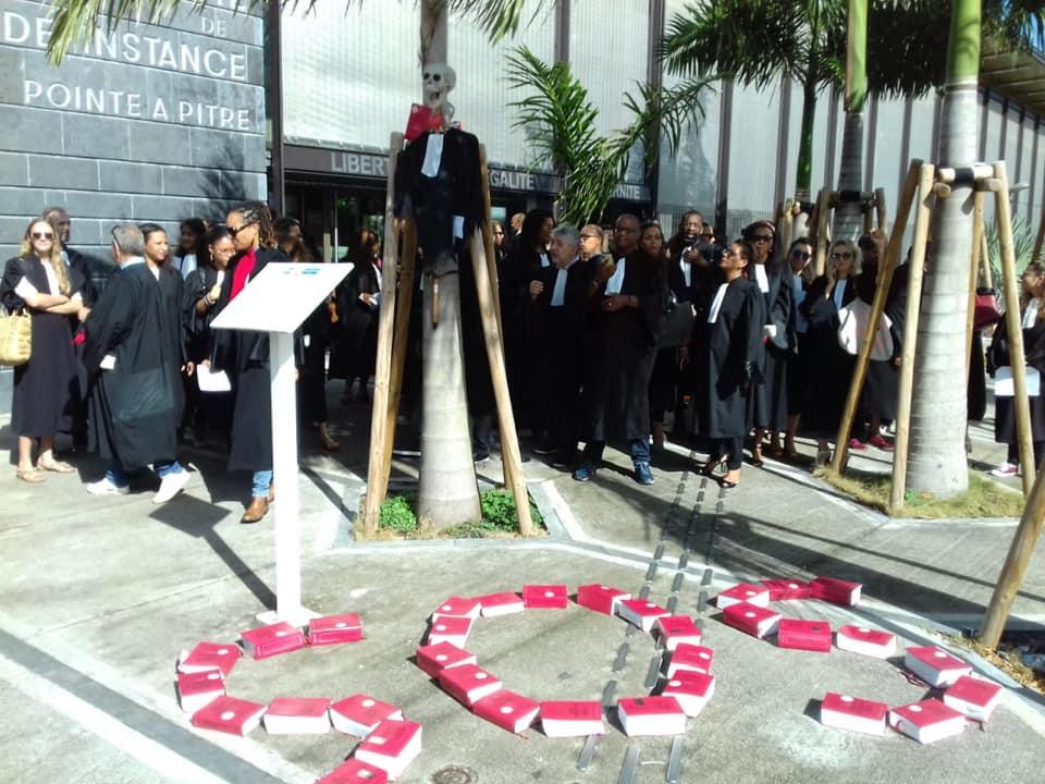 Les avocats toujours mobilisés ont marché dans Pointe-à-Pitre