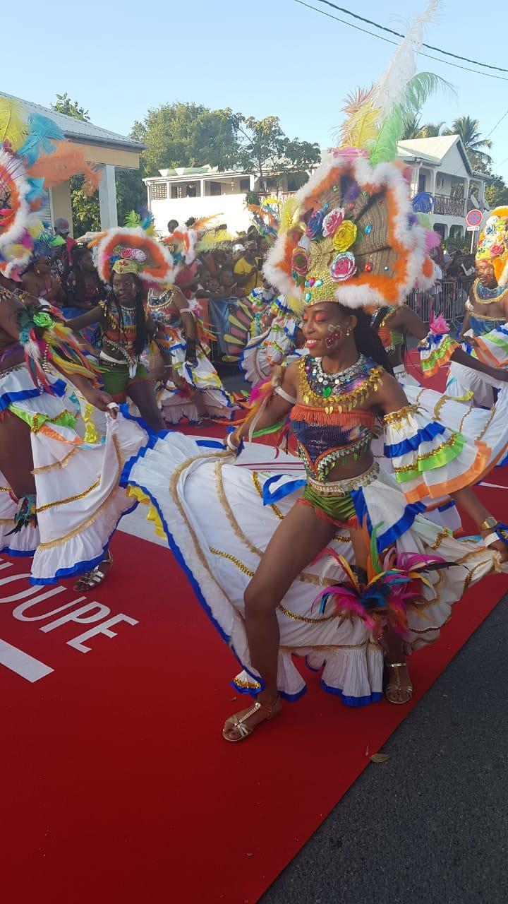 Festival de couleurs pour la parade Woy Mi Mas 2020