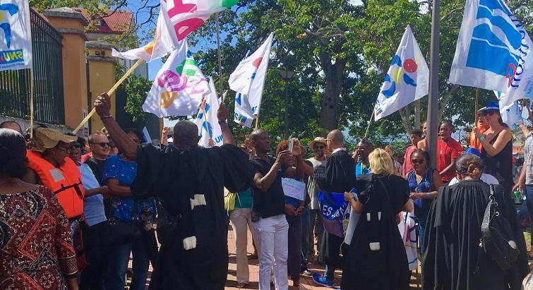 Enseignants, avocats, postiers... Tous rassemblés contre la réforme des retraites