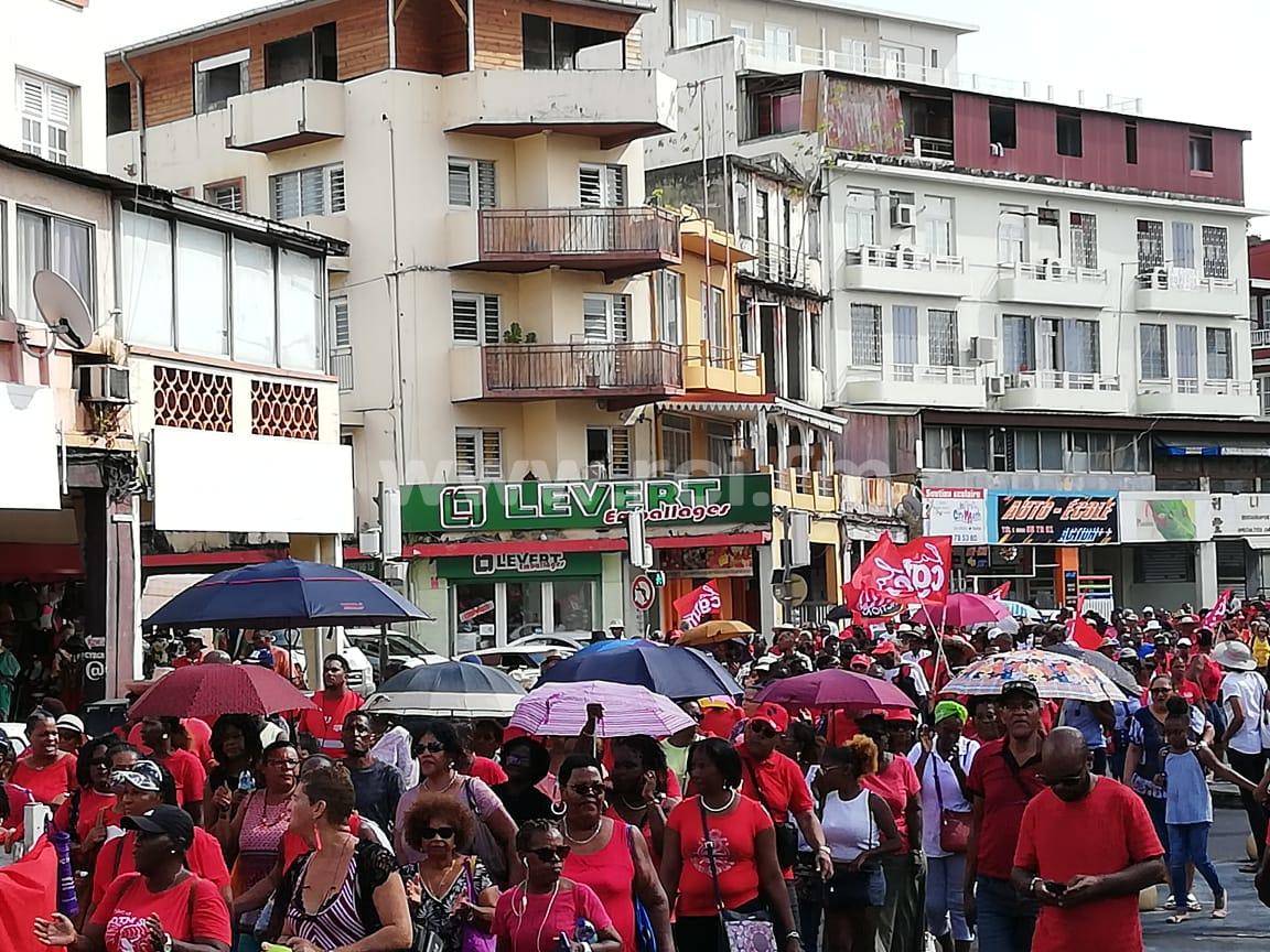Mobilisation contre la réforme des retraites : 2 000 à 3 000 personnes dans les rues de Fort-de-France
