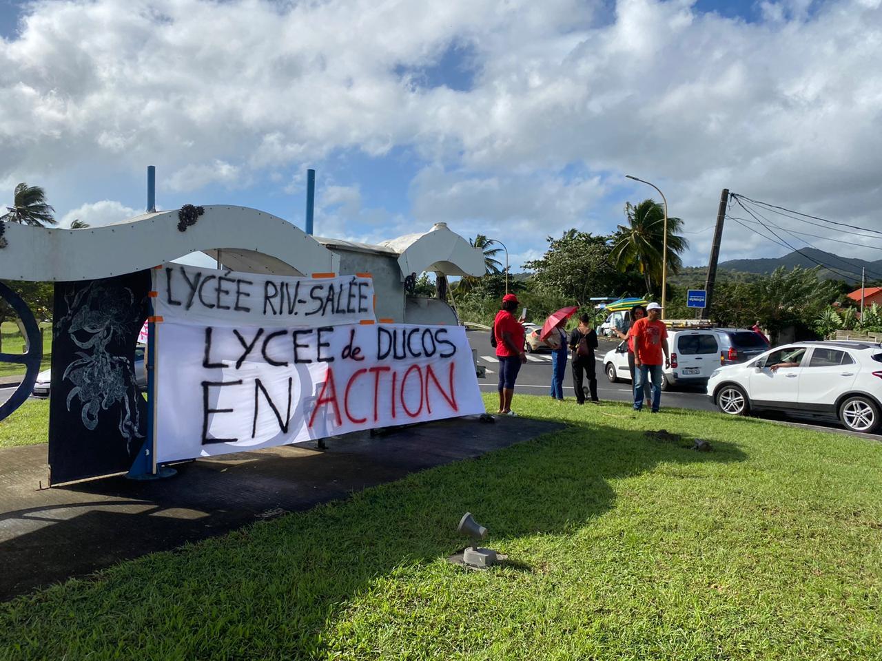 Les lycées de Ducos et Rivière-Salée manifestent contre la réforme des retraites