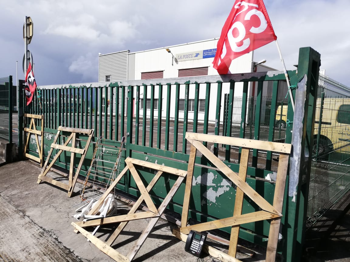 La Poste toujours en grève