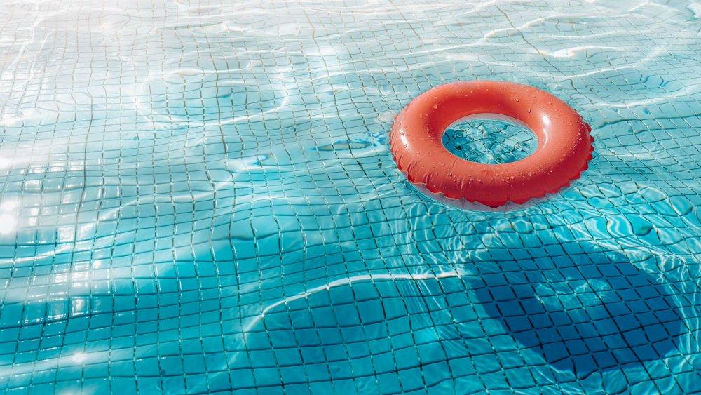 En plein confinement, ils s'introduisent dans un hôtel pour profiter de la piscine