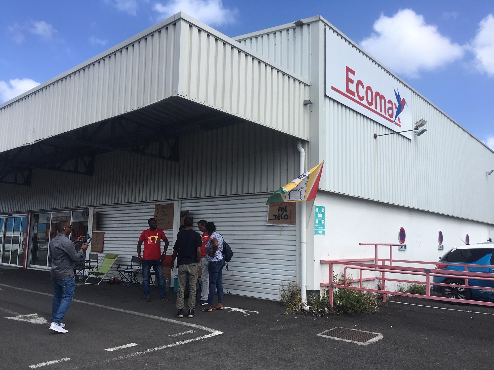 Les salariés d'Ecomax sont en grève en Guadeloupe