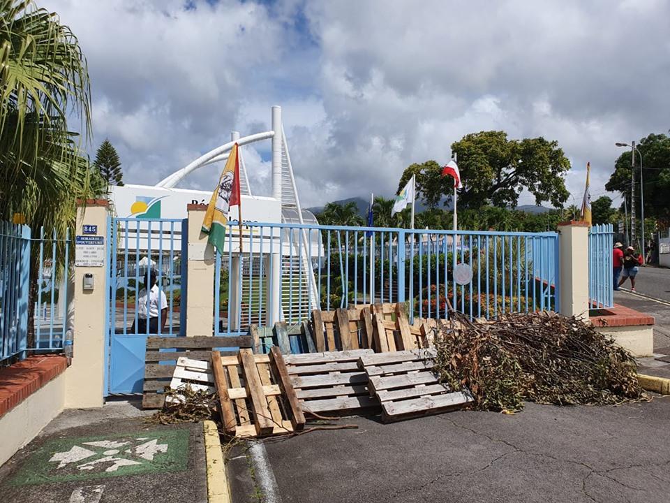 Conflit Baie-Mahault : Ary Chalus rencontre les grévistes de l'UTC UGTG