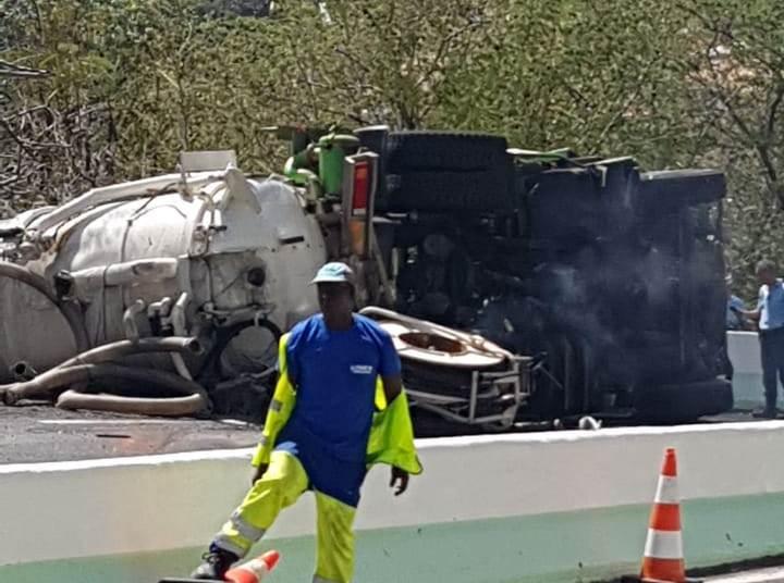 Deux personnes coincées sous un camion après un grave accident à Case-Pilote