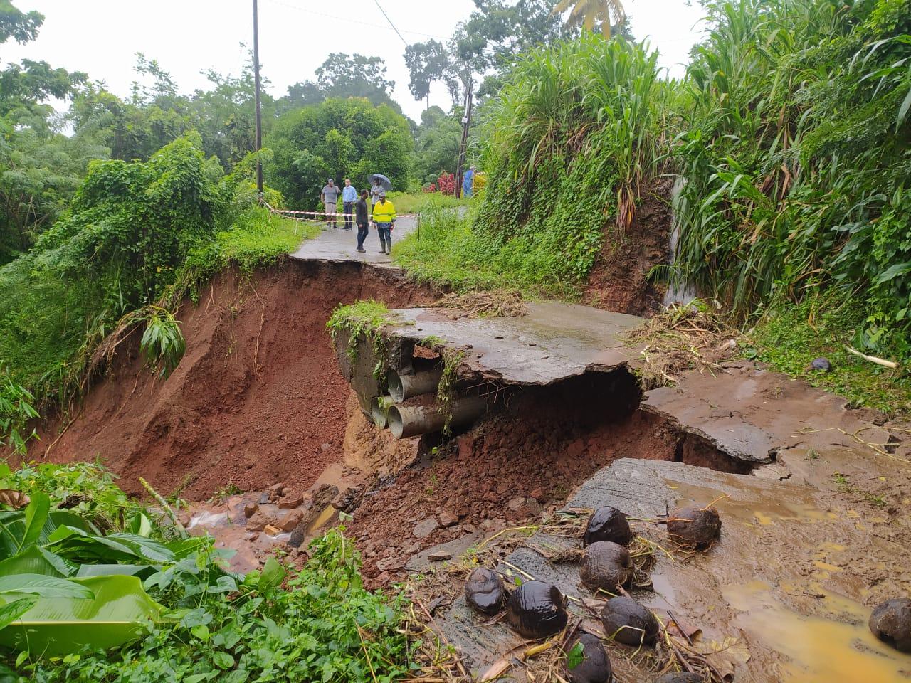 Glissements de terrain, routes détruites : les fortes pluies provoquent des dégâts en Martinique
