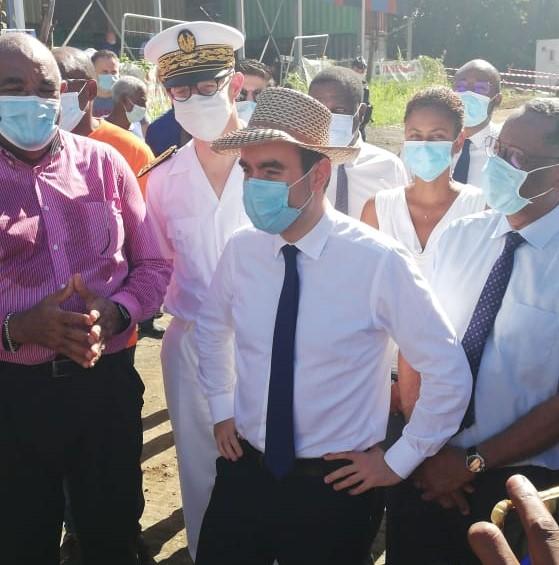Le ministre des Outre-mer rend visite aux sinistrés de Sainte-Marie