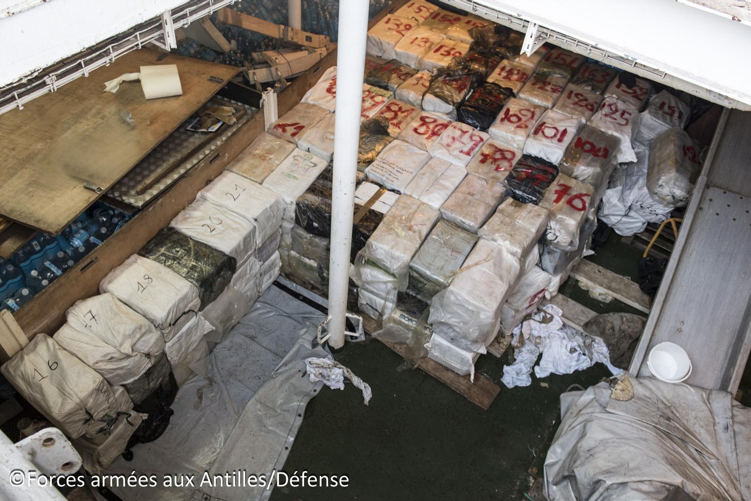 Saisie record de 4,2 tonnes de cocaïne au large de la Barbade