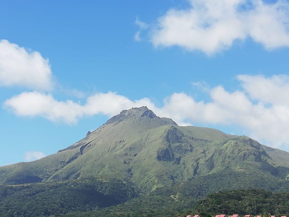 133 séismes enregistrés sous la Montagne Pelée en une semaine
