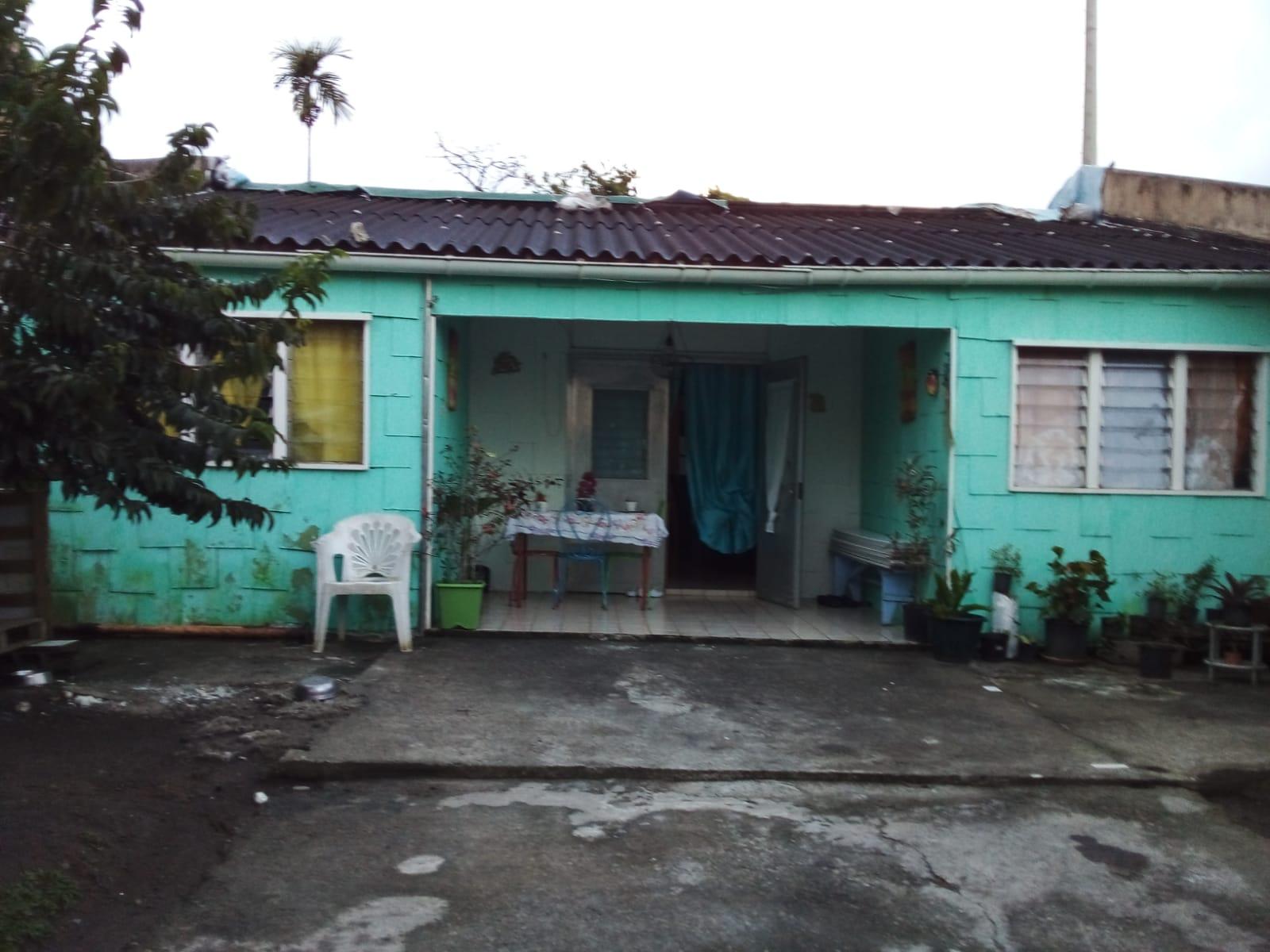 Une quarantaine de familles d'Ajoupa Bouillon se battent pour le désamiantage de leurs maisons