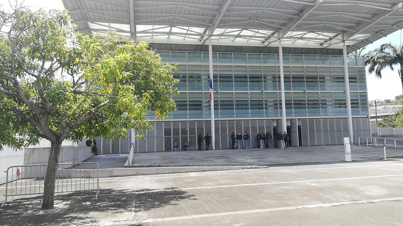 Quatre activistes jugés pour les dégradations commises à la distillerie JM