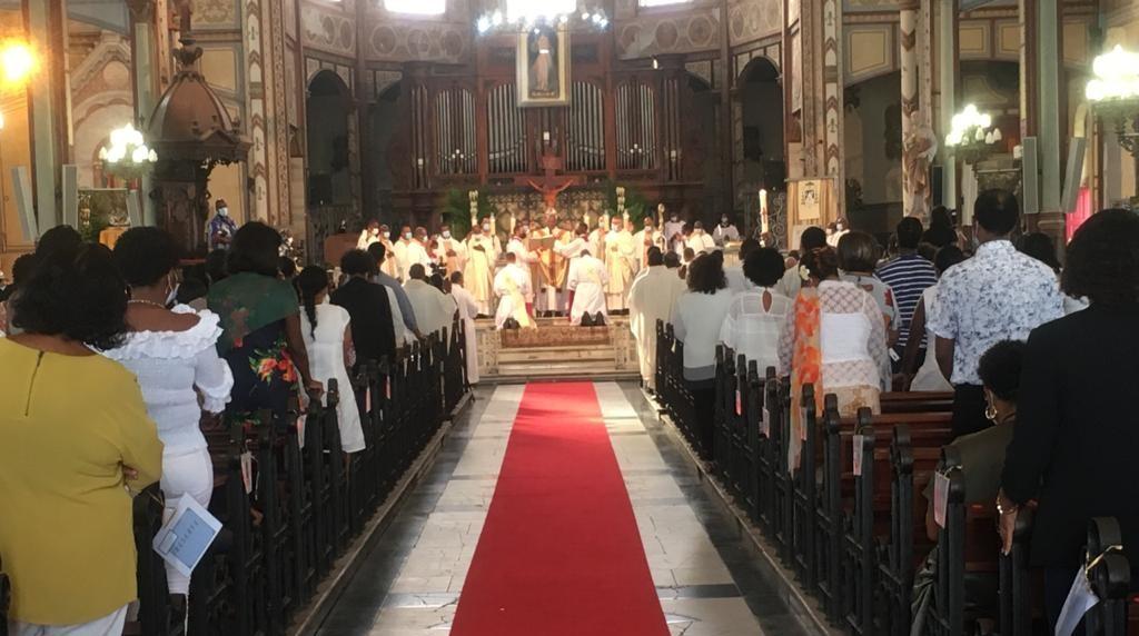 Un prêtre mis en cause par une paroissienne accuse l'archevêché de Martinique