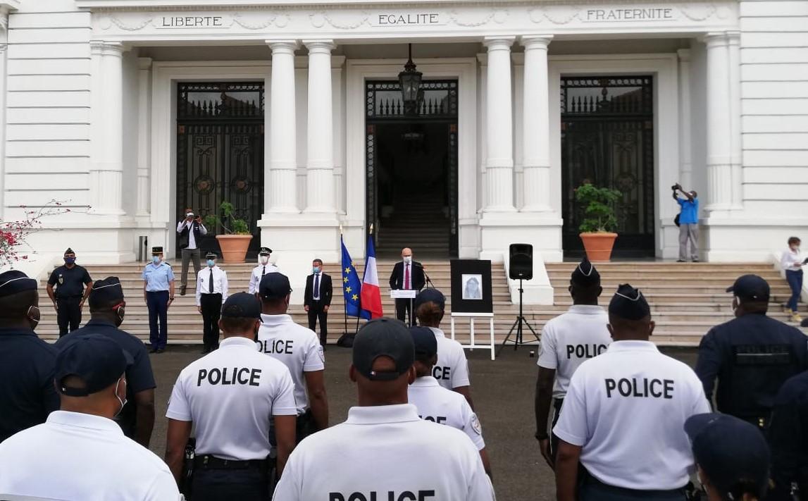 Cérémonie d'hommage à la préfecture pour Stéphanie Monfermé