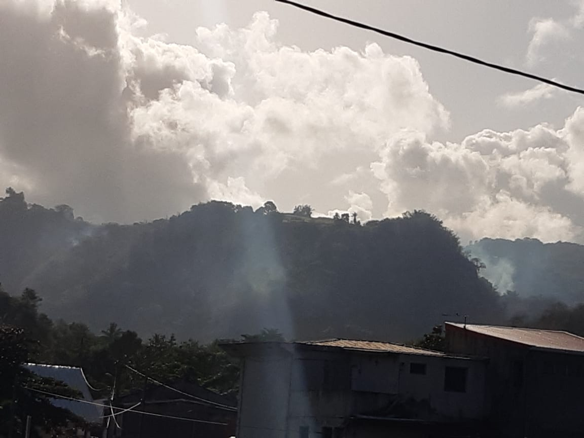 Le feu de broussailles à Saint-Pierre est toujours actif