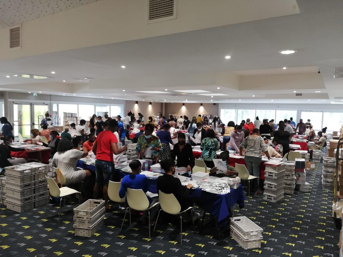 Elections territoriales : la mise sous pli lancée au palais des congrès de Madiana