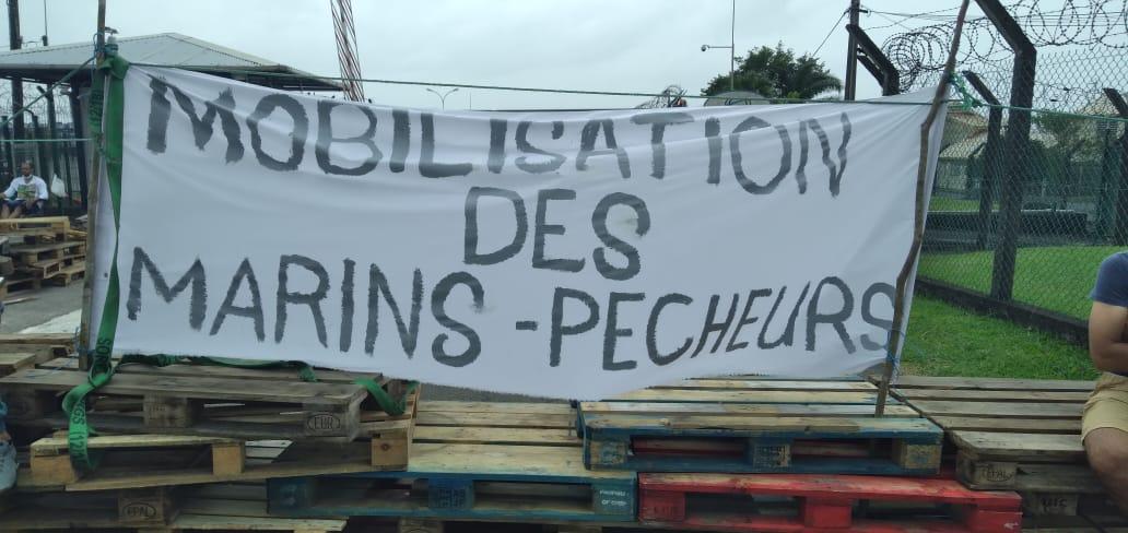 Les marins pêcheurs mobilisés devant la SARA