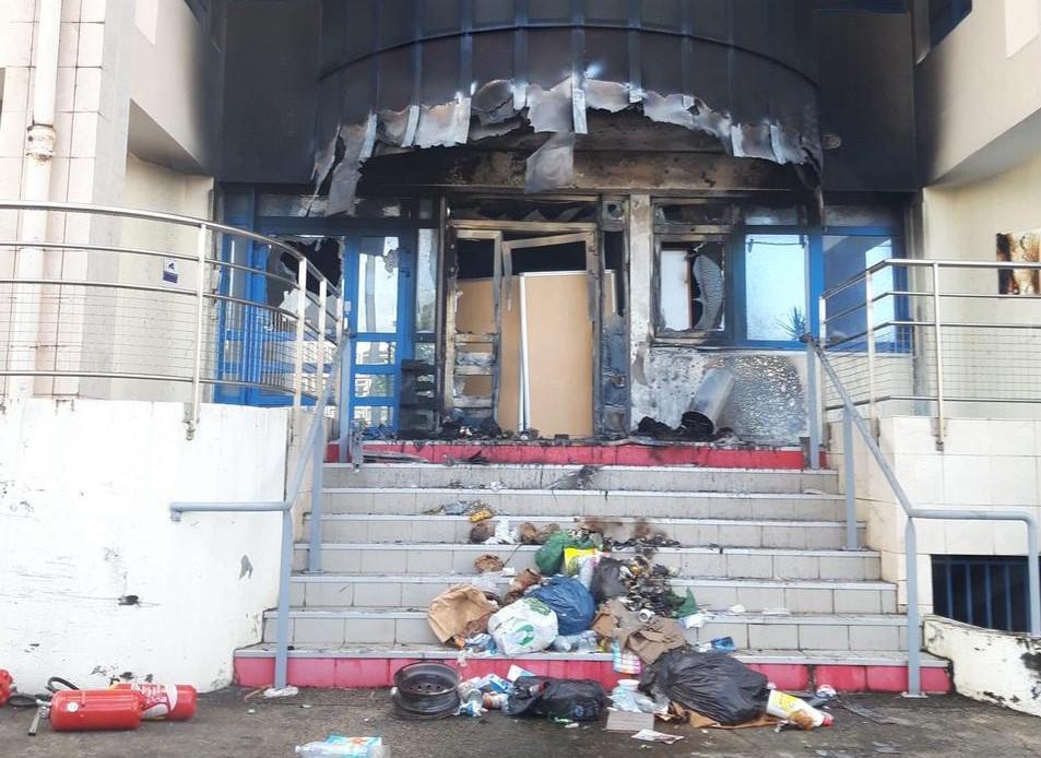 Affrontements à Fort-de-France : EDF incendié ferme son accueil client