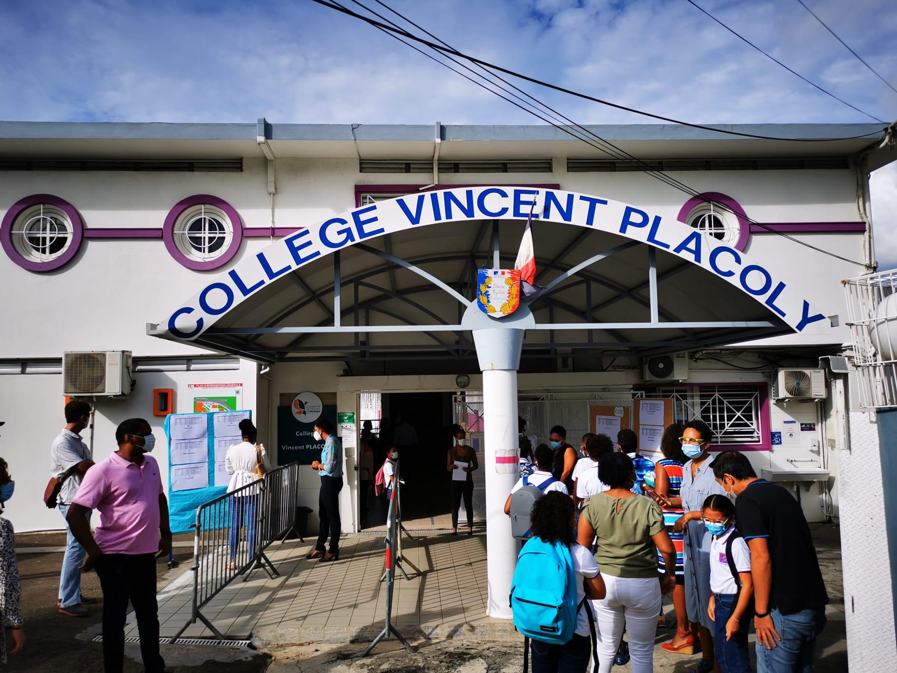 Les élèves de sixième ont fait leur rentrée au collège Vincent Placoly