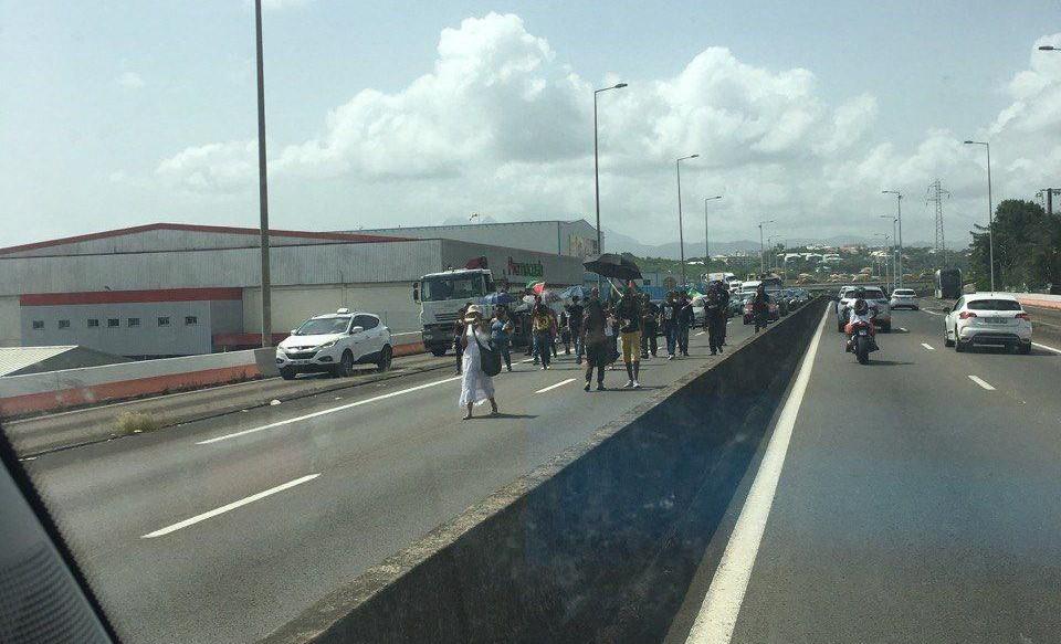 Prison ferme pour les trois militants interpellés à l'aéroport
