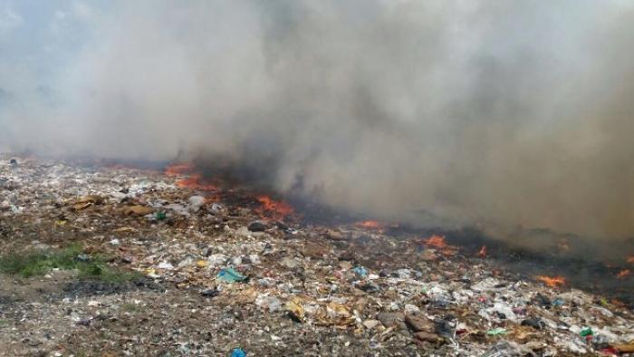 L'incendie de la décharge de Céron, à Sainte-Luce, se poursuit