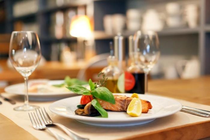 045QJMK-Employé polyvalent / Employée polyvalente de restaurant