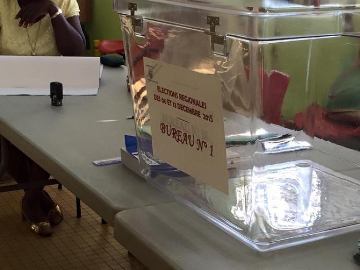 A Basse-Terre un bureau de vote déménage, à Vieux-Habitants les électeurs votent activement