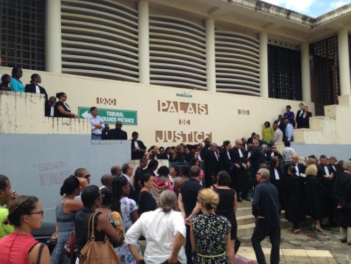 ATTENTATS DE PARIS : Le personnel judiciaire a rendu hommage aux victimes