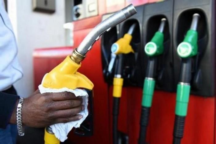 Carburants : baisses de 5 centimes à la pompe