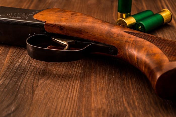Conflit conjugal : il sort le fusil de chasse