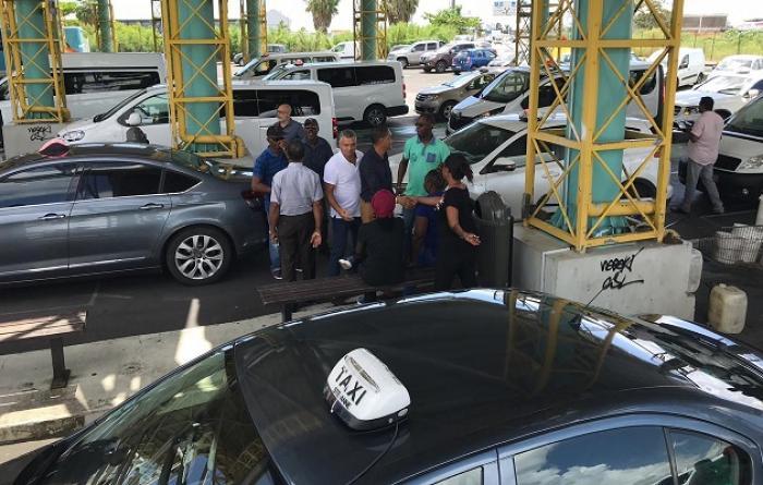Conflit entre taxis et transporteurs : l'Etat dit « sans moi » !