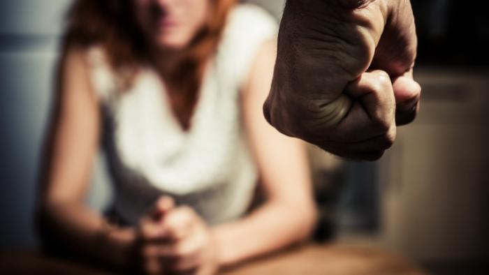Elle poignarde son compagnon: il écope de trois ans ferme
