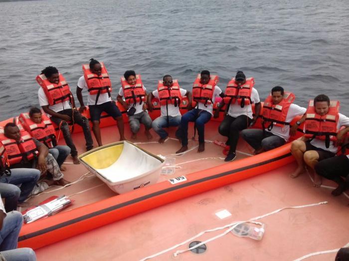 Exercice de sauvetage en mer organisé sur un bateau