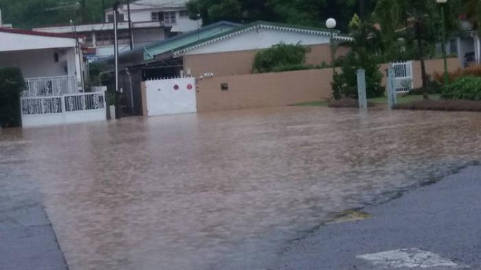"""Hôpital de Saint-Esprit : """"On ne pourra pas reconstruire mais on va réhabiliter le site"""""""