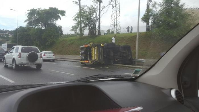 """""""J'ai vu le pneu me doubler"""", raconte un chauffeur de camion poubelle"""