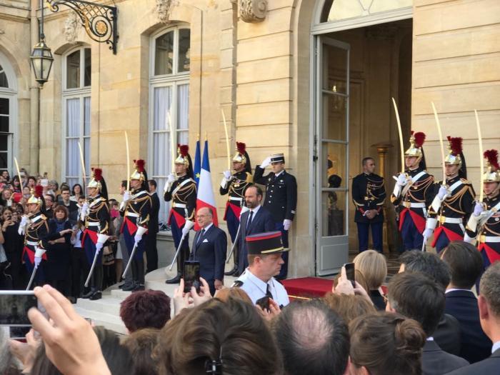 Jour de passation des pouvoirs à Matignon : Édouard Philippe succède Bernard Cazeneuve
