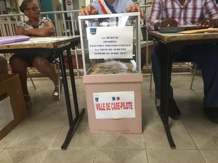 L'estimation du taux de participation en Martinique à la mi-journée est de 13,93% contre 18,2% en 2012