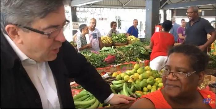 La ballade militante de Jean-Luc Mélenchon au grand marché couvert de Fort-de-France