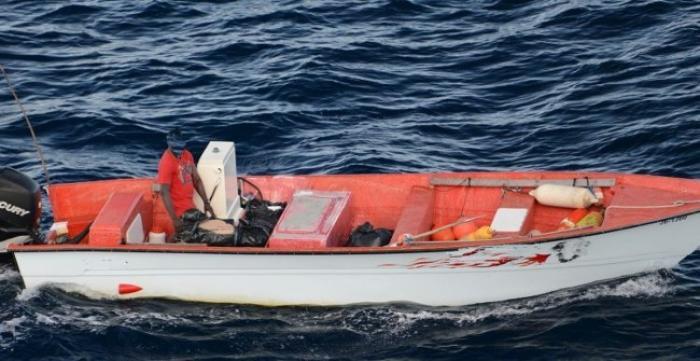 Le capitaine d'une yole interceptée par la douane jette de l'argent en mer