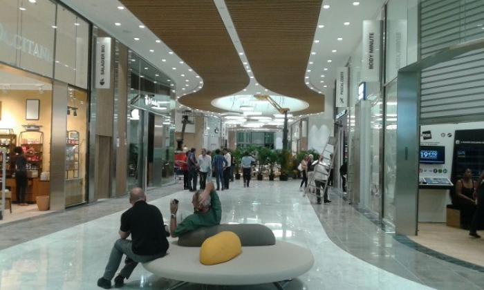 Le centre commercial de Génipa voit plus grand !