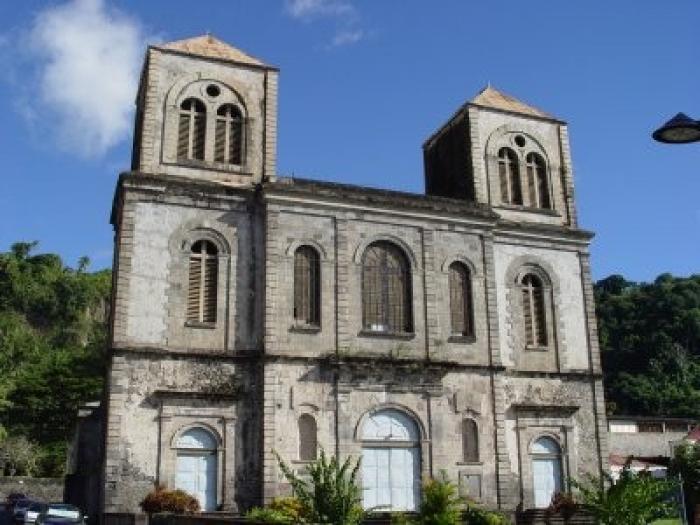 Le curé de Saint- Pierre (Martinique) accusé d'agression sexuelle par une paroissienne