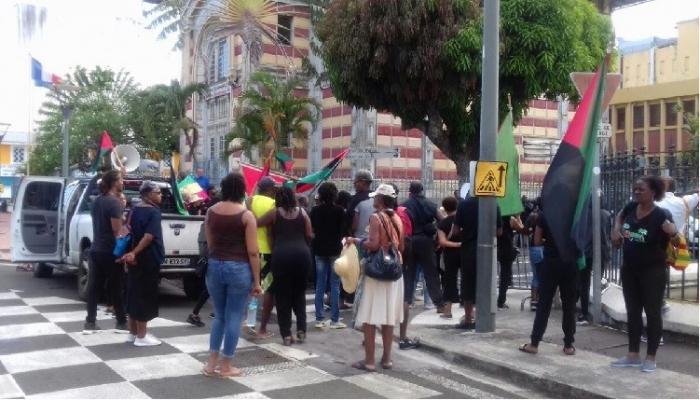 Manifestation anti-sargasses : deux syndicats de journaliste dénoncent des violences policières