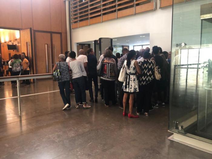 Sélection du jury, affluence et panne de courant : les premières minutes du procès Ponsar