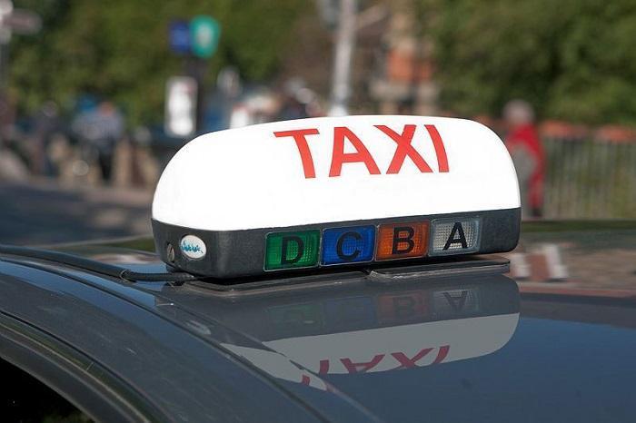 Taxis et VTC se disputent les touristes