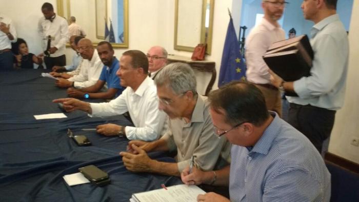 Un accord de fin de conflit a été signé à Cayenne après un mois de crise sociale